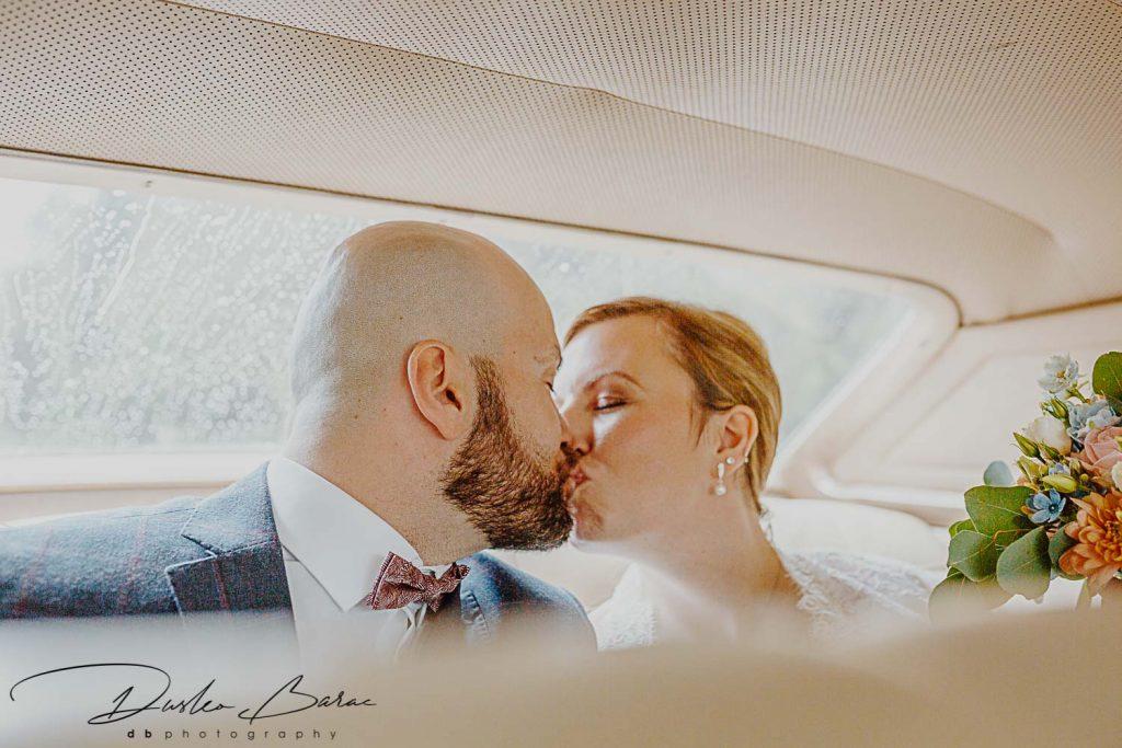 Hochzeit_in_Putzbrunn_Brautpaar_Shooting_Kuss