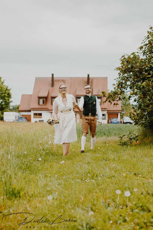 Hochzeitsfotos_Freie_Trauung_in_Schwabhausen_Brautpaar_Shooting