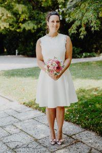 Hochzeitbilder_Standesamt_Freising_Braut_mit_Strauß